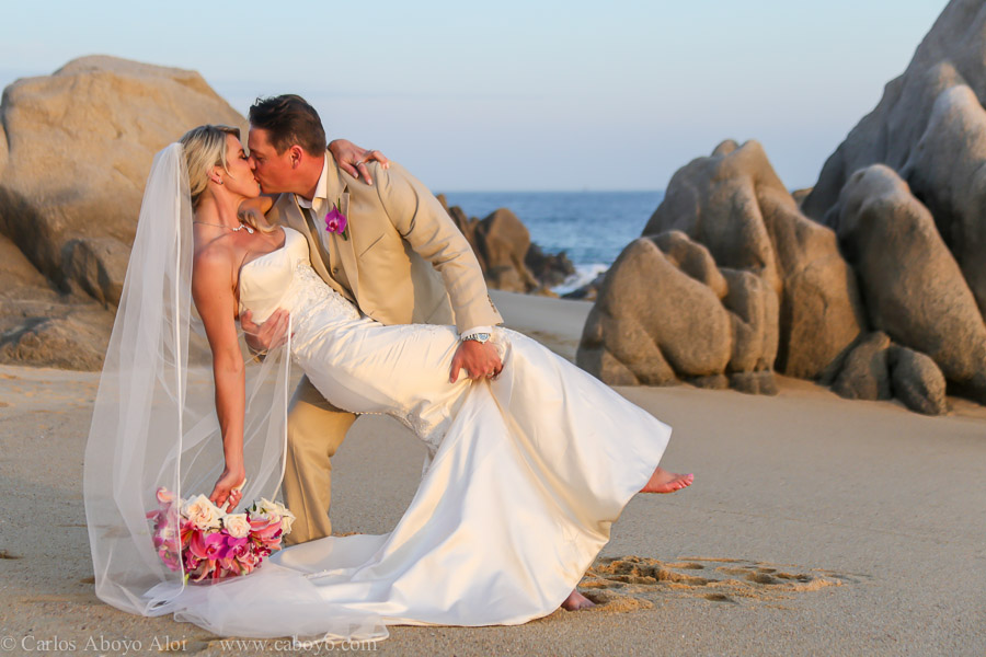 Luxury destination wedding in Cabo San Lucas Mexico at vacation rental Villa Grande