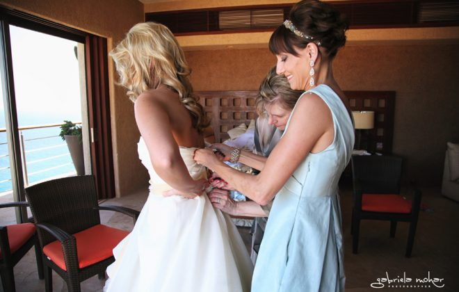 Destination Weddings in Los Cabos Mexico The bride prepares